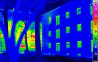A themal image of a Passivhaus shows it gives off almost no heat.